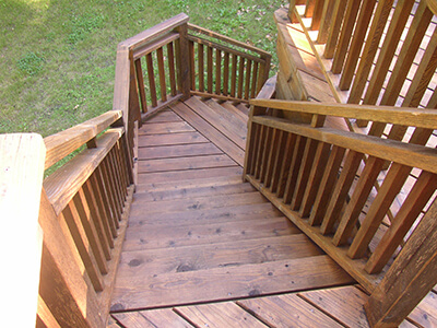 Deck Staining & Refinishing